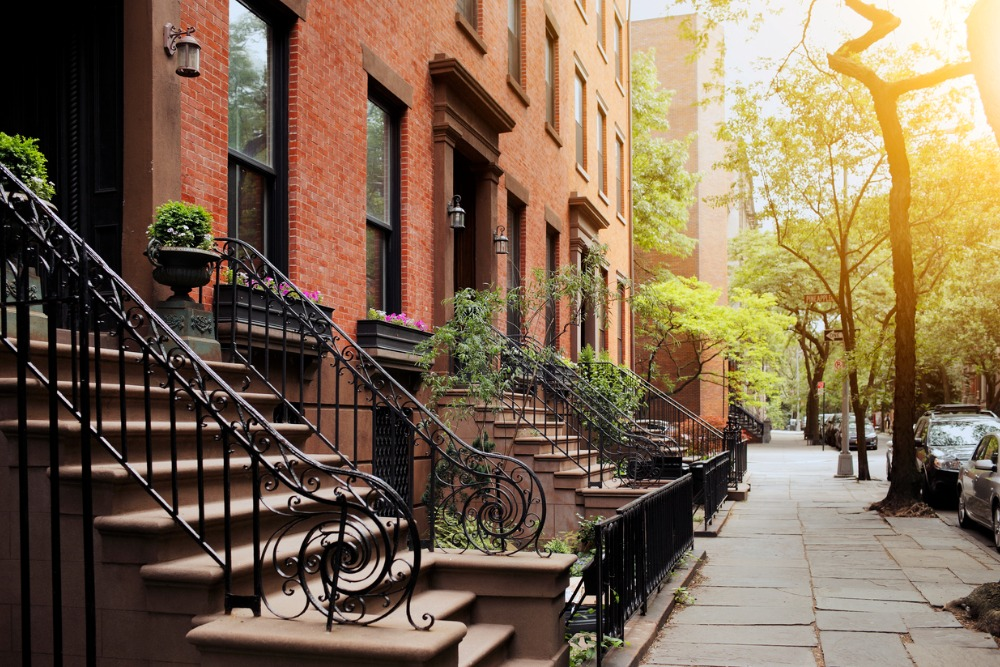 brownstone-and-sidewalk-in-brooklyn-heights-ny-picture